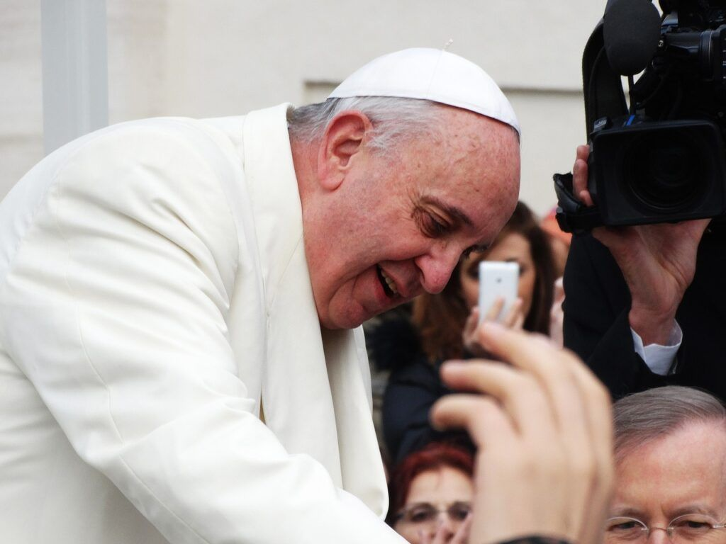 Papa Francisco alerta para risco de 'genocídio viral'