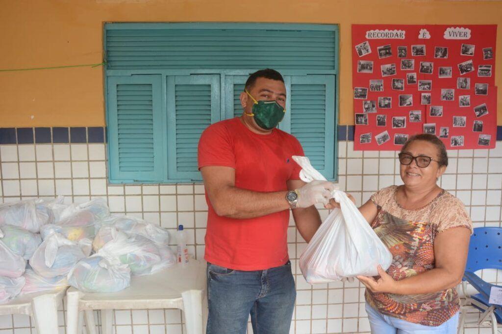 Prefeitura distribui kit alimentação para alunos de São Gonçalo do Amarante