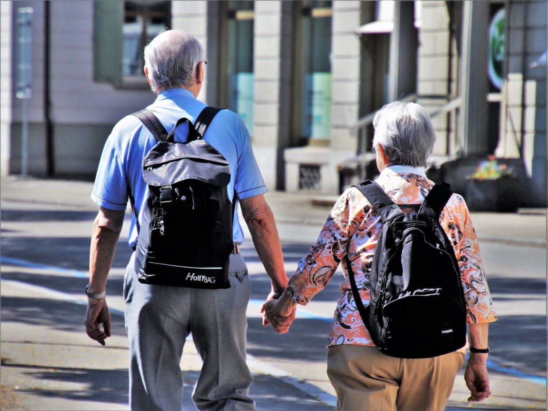 Projeto de lei prevê reserva de 10% das bolsas do Prouni para idosos