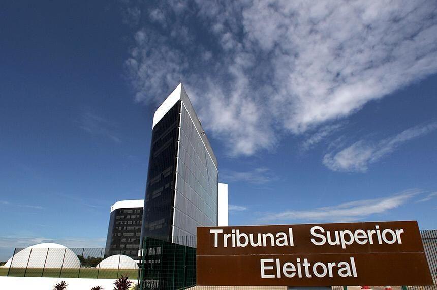 Propostas para adiar eleições ganham força entre senadores