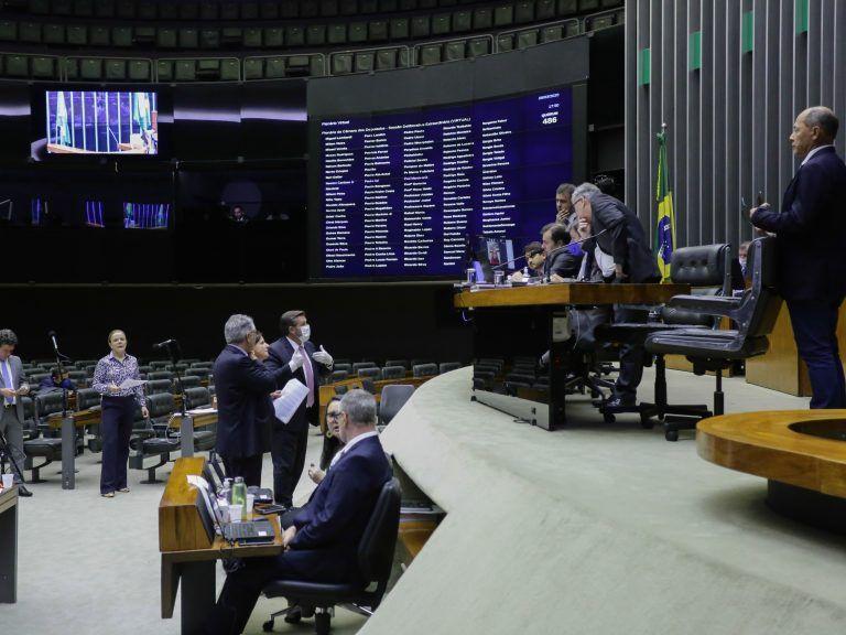 Câmara aprova auxílio de até R$ 1.200 durante pandemia
