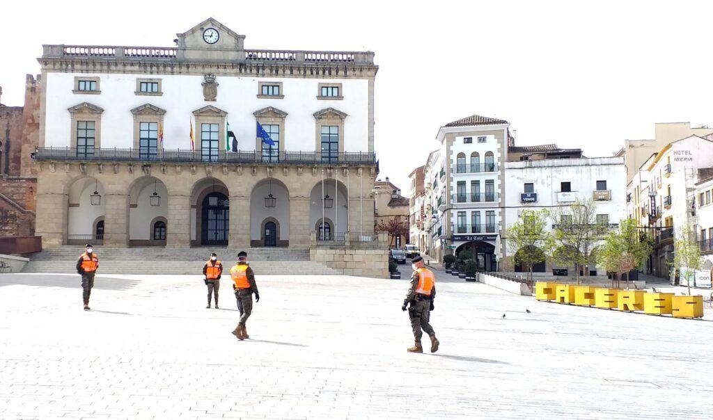 Com novo recorde de mortos, Espanha deve ampliar quarentena
