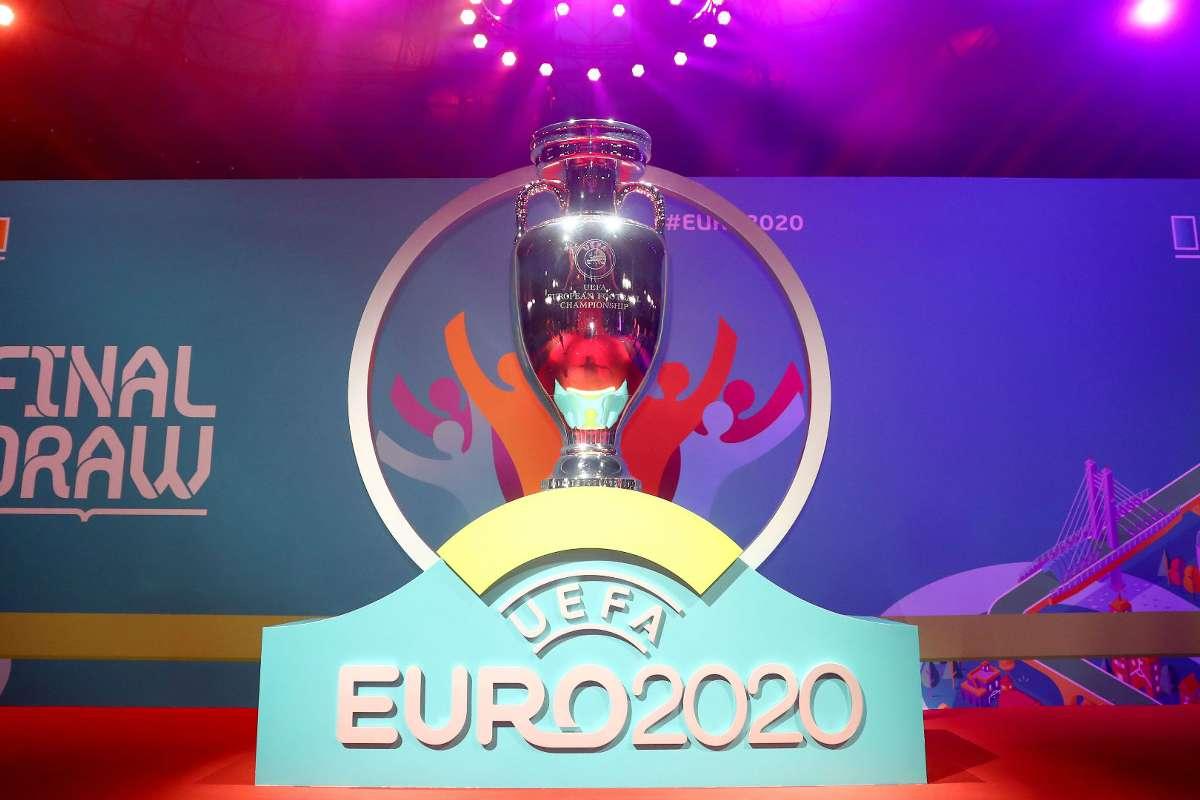 Coronavírus: Uefa vai adiar Eurocopa para 2021