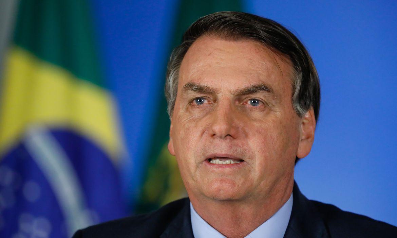 Em pronunciamento, Bolsonaro pede calma e critica fechamento de escolas e comércio
