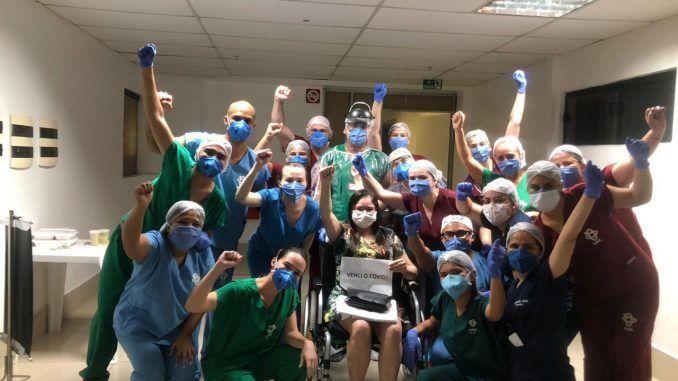 Após 23 dias em UTI por causa do Covid-19 professora lúcia helena da UERN comemora alta em Mossoró