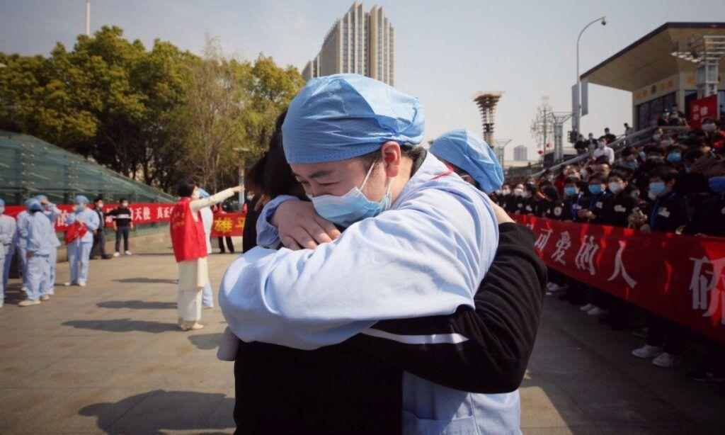 China diz que número de pessoas internadas por coronavírus em Wuhan 'caiu para 0'