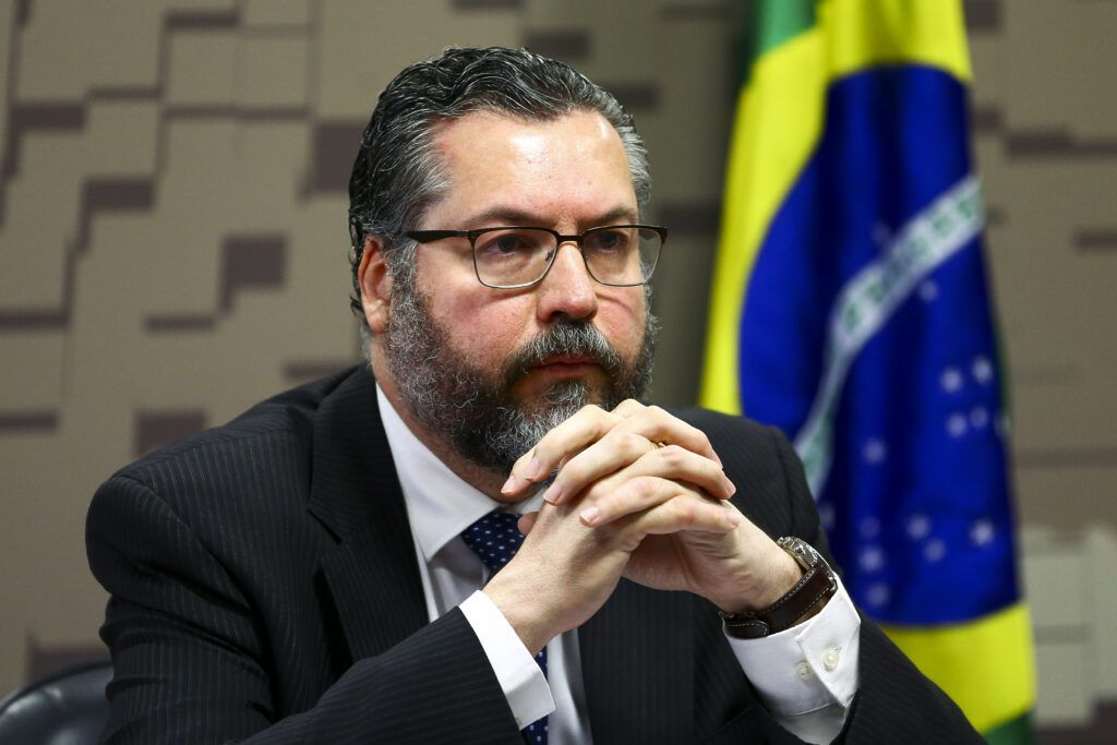 Ministro Ernesto Araújo pede demissão do cargo, diz mídia
