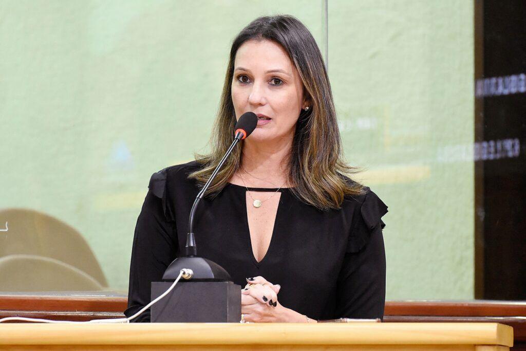 PL quer tornar obrigatório o uso de máscaras em bancos e lojas do RN deputada Cristiane Dantas