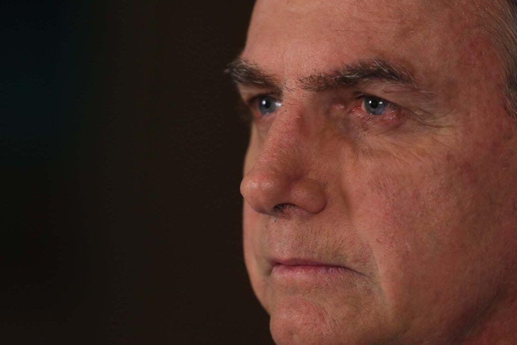 Vou usar caneta contra pessoas que estão se achando diz Bolsonaro