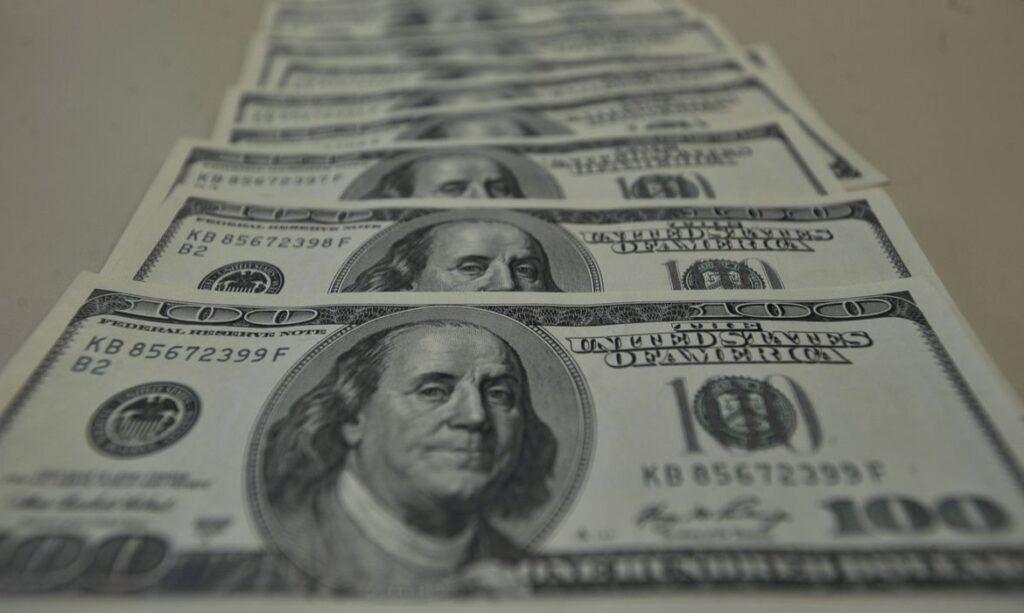 dólar ultrapassa R$ 5,50 e bolsa cai 1,26%