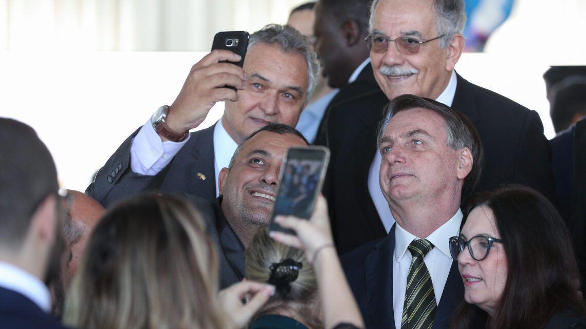 """Bolsonaro defende o fim da quarentena: """"Quem não quiser trabalhar, que fique em casa"""""""