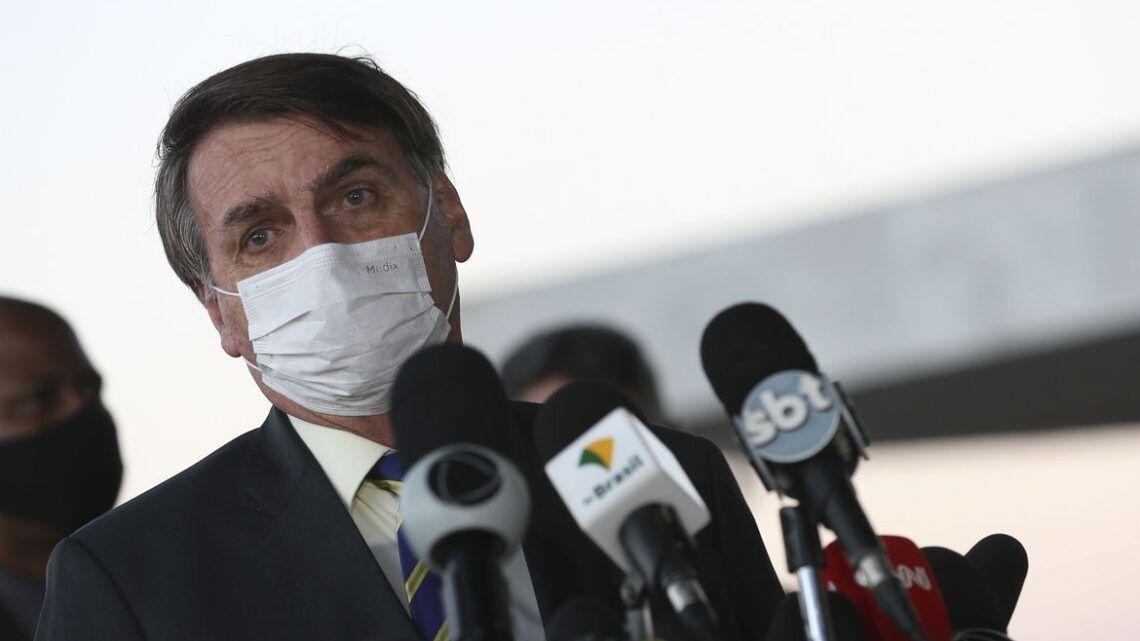 Bolsonaro quer cloroquina para pacientes com sintomas leves de Covid-19