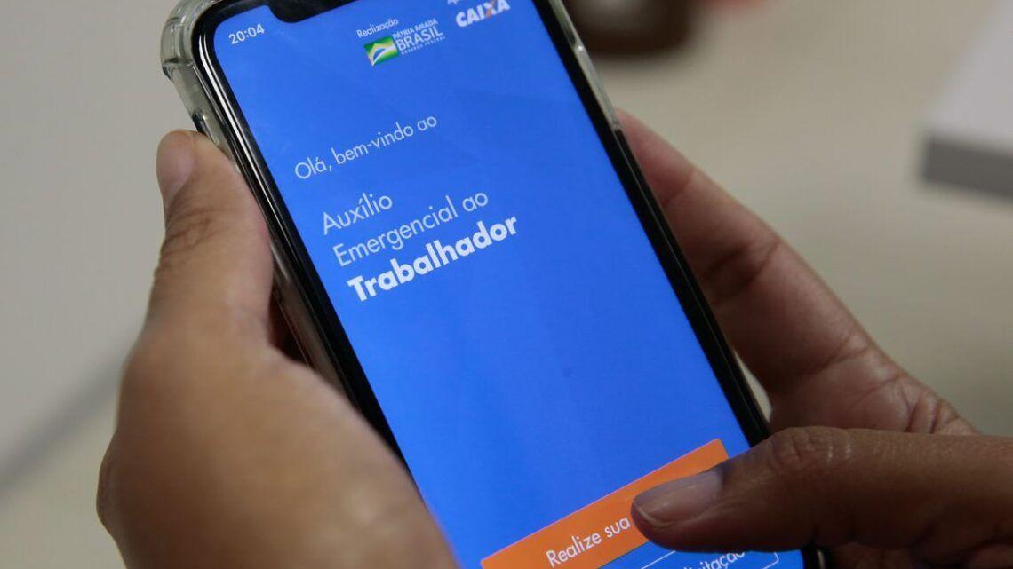Governo deve pagar mais duas parcelas de R$ 300 do auxílio emergencial