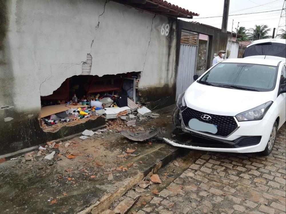 Motorista de aplicativo é feito refém e abandonado em matagal de São Gonçalo do Amarante