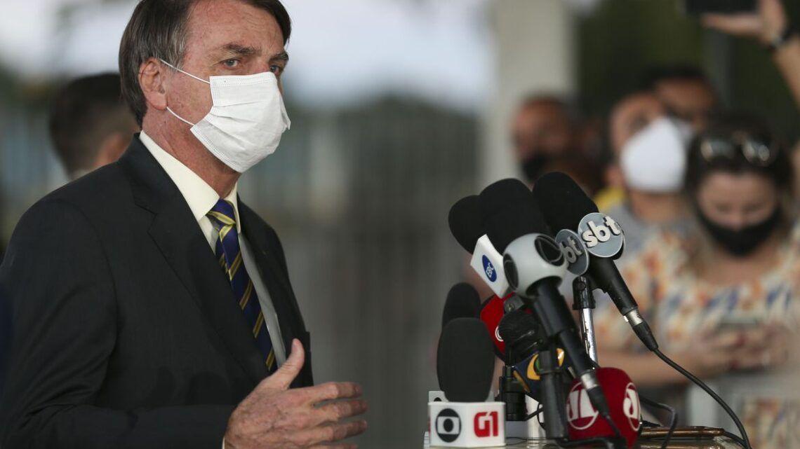 'Tem que reabrir', diz Bolsonaro após recorde de casos de Covid-19