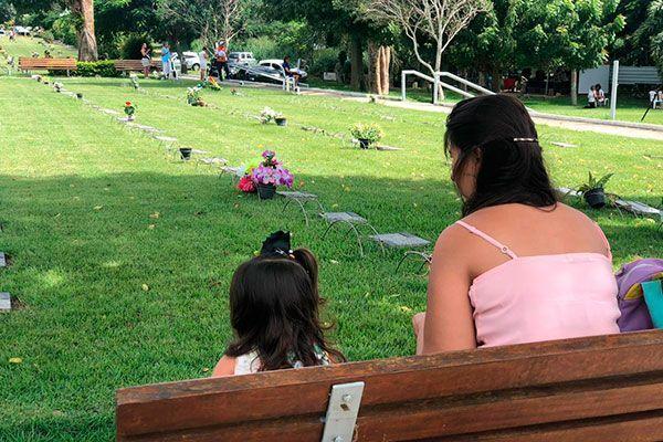Tradicionais visitas do Dia das Mães aos cemitérios terão restrições