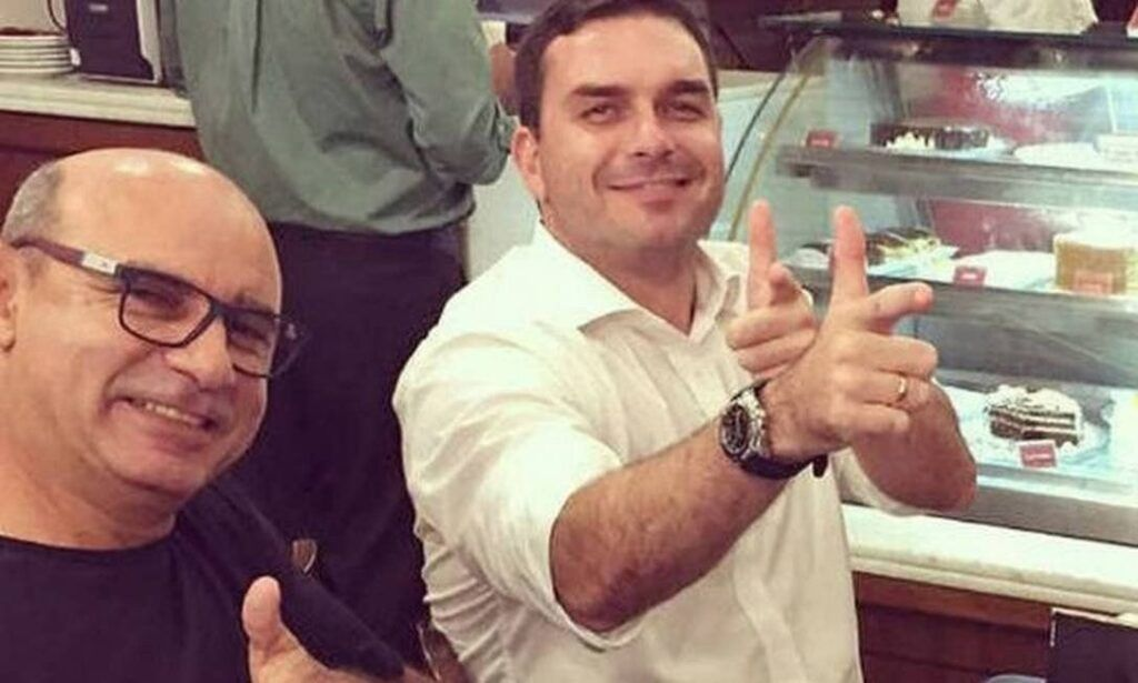 Fabrício Queiroz, ex-assessor de Flávio Bolsonaro, é preso em SP