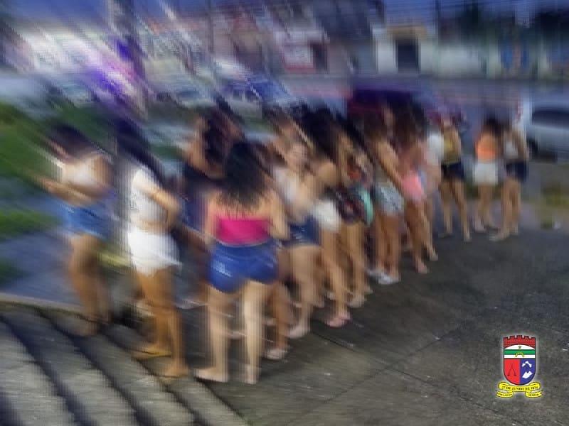 Festinha na praia: PM prende 50 pessoas por descumprir Decreto Estadual