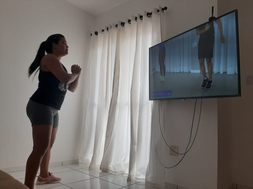 jornalista Juliany Oliveira Exercícios físicos em casa podem provocar lesões e acidentes