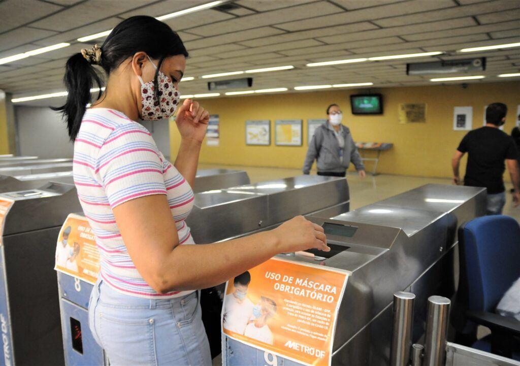 Uso de máscaras e distanciamento social podem prevenir segunda onda de covid-19