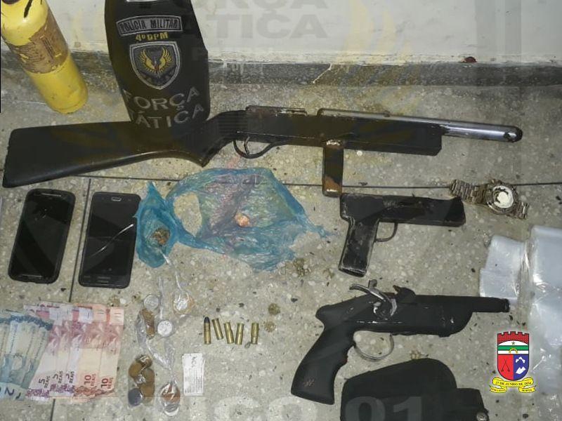 Força Tática prende 4 homens com armas e drogas na Redinha