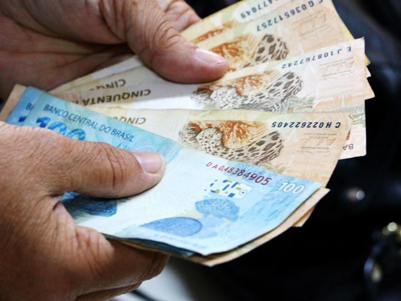 Governo adianta salário de julho nesta quarta (15)