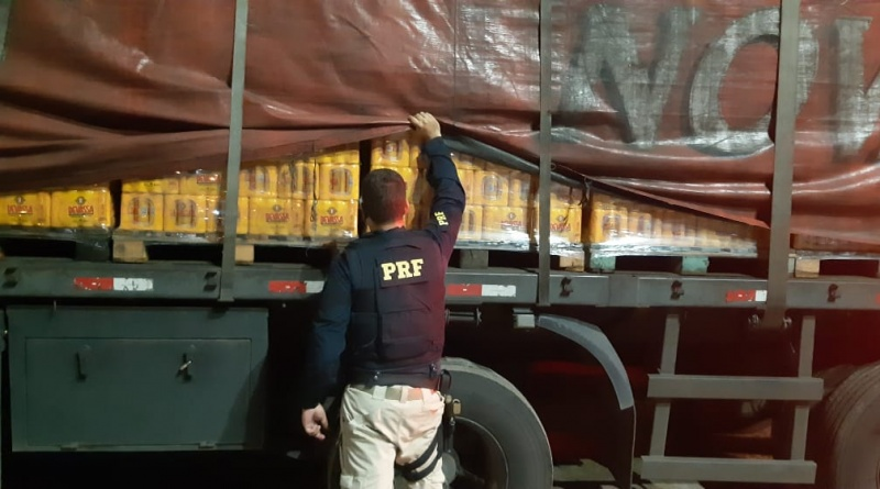 PRF recupera carreta roubada e liberta motorista sequestrado