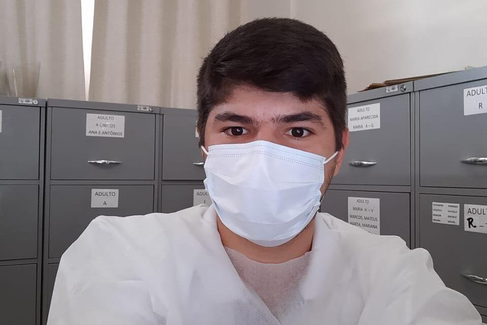 """""""O maior medo é levar a doença até nossa família"""", diz jovem enfermeiro que atua no combate ao coronavírus"""