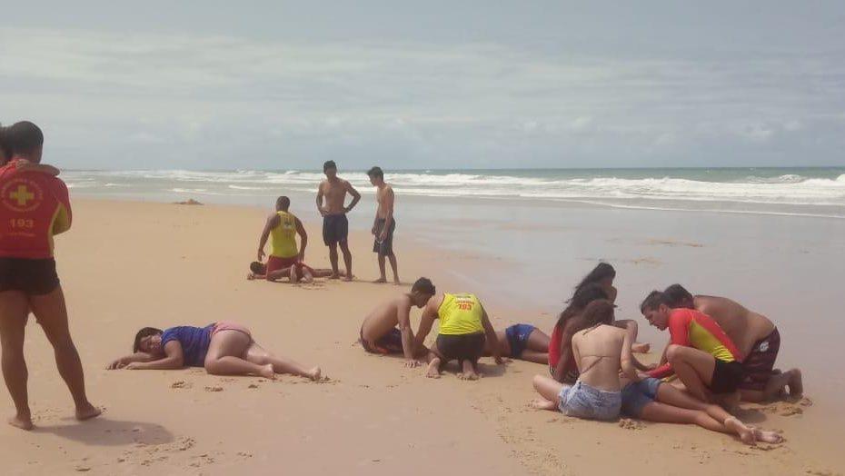 Bombeiros salvam 9 pessoas de afogamento na praia de Búzios
