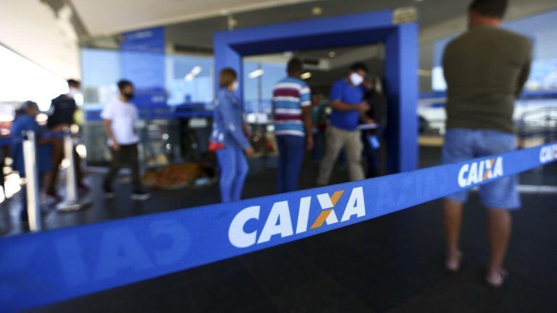 Caixa paga auxílio emergencial a beneficiários do Bolsa Família