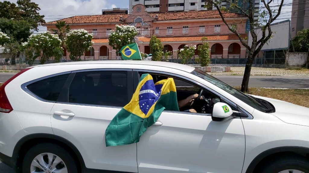 Carreata em apoio a Bolsonaro reúne mais de 200 veículos em Natal