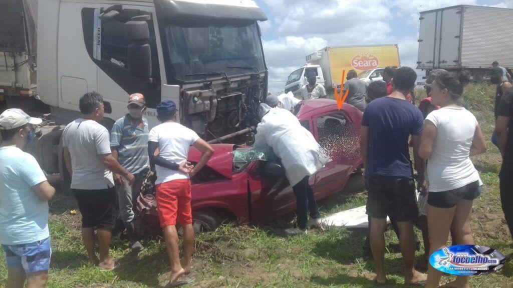 Grave acidente: 4 pessoas morrem após colisão na BR-304