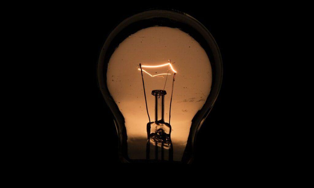 Inadimplentes podem ter energia elétrica cortada a partir de hoje