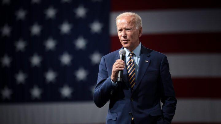 Joe Biden aceita nomeação e fala em 'superar trevas' nos EUA