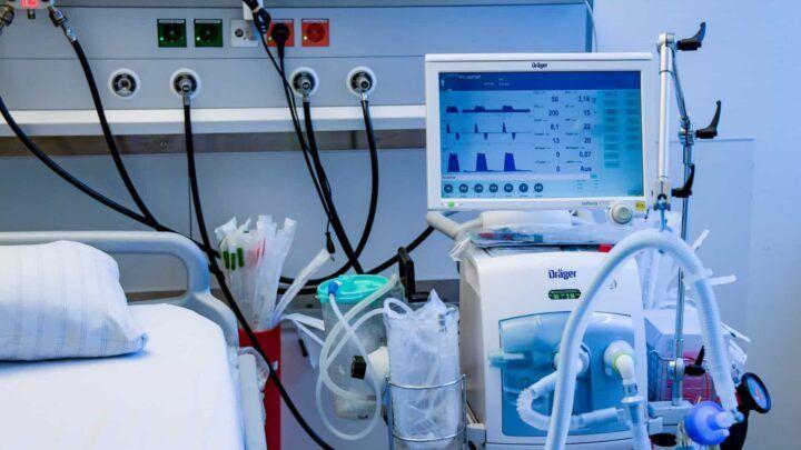 Papa doa respiradores e aparelhos de ultrassom ao Brasil