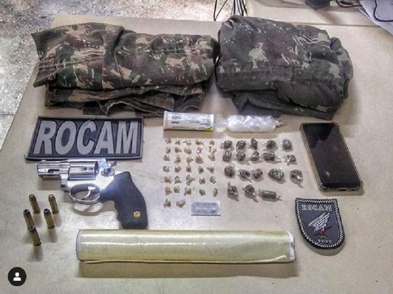 ROCAM apreende arma, roupas camufladas e drogas na zona Norte de Natal
