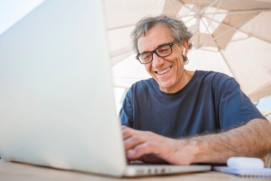 Gratuito e on-line: instituto disponibiliza cursos para pessoas acima de 50 anos