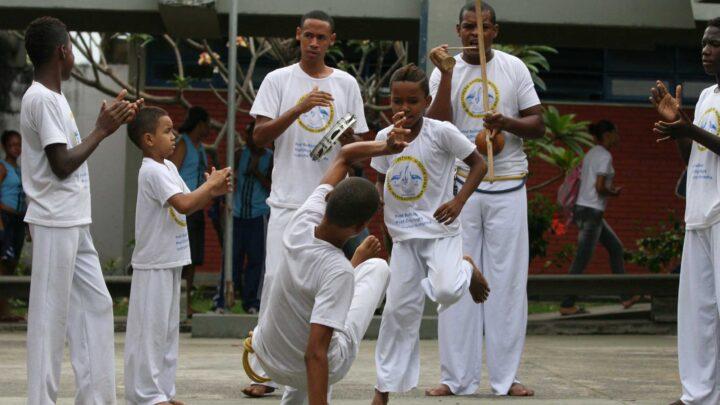 Capoeira como ferramenta de apoio pedagógico nas escolas