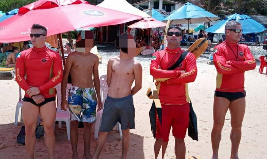 Guarda-vidas resgatam adolescentes arrastados pelo mar na Praia de Pipa