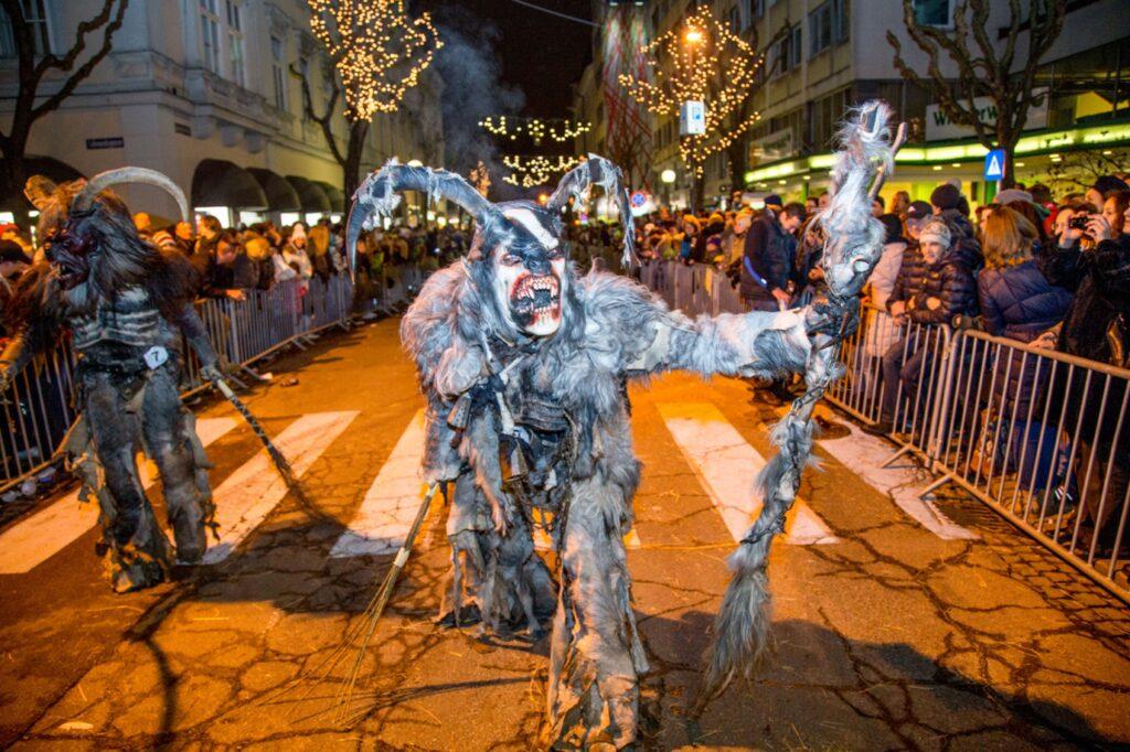 Halloween Dia dos Mortos Parada de Krampus e mais confira os festivais mais assustadores do mundo