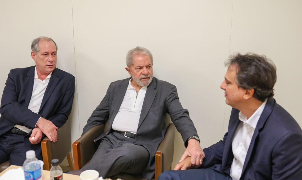 Lula e Ciro se encontram e ensaiam reaproximação