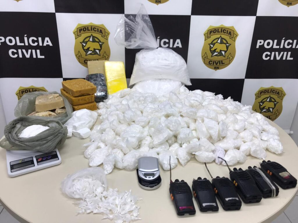 Polícia Civil apreende mais de 19 mil papelotes de cocaína no Paço da Pátria