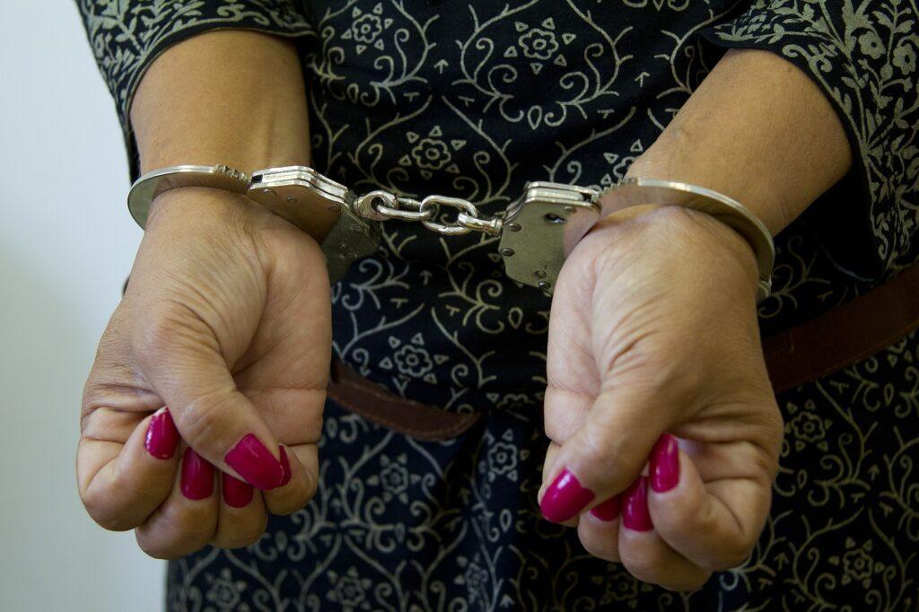 Polícia Civil prende mulher por tráfico de drogas em Macaíba