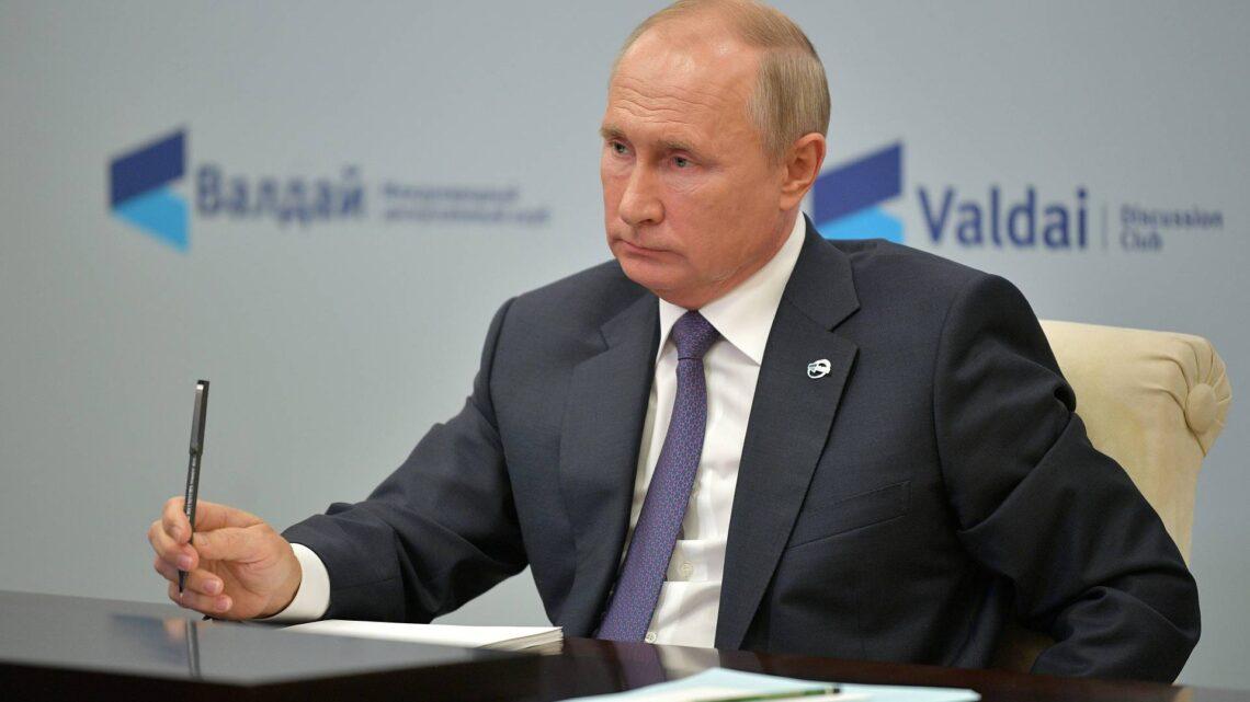 """Putin considera """"bastante possível"""" que Rússia e China formem uma aliança militar"""