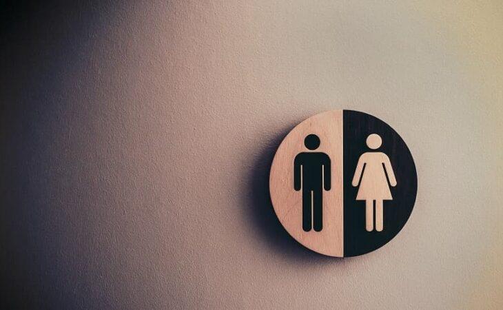 Trans será indenizada em R$ 12 mil após ser impedida de usar banheiro feminino em Natal