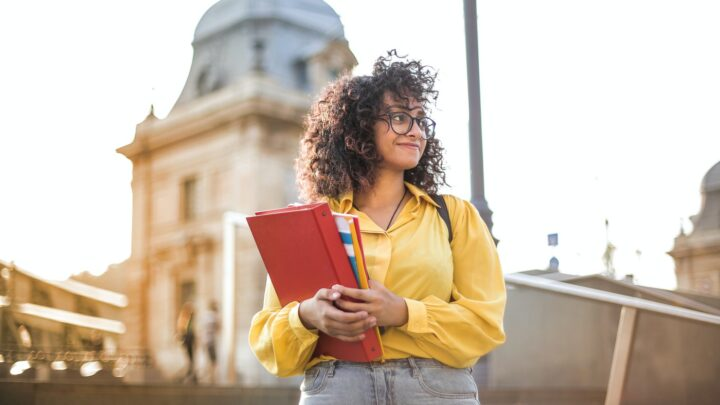 Universitária é contemplada com Bolsa de Estudo 100%