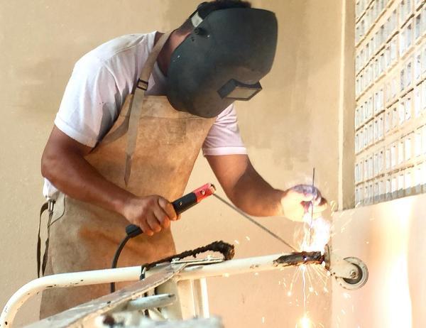 Presos trabalham na manutenção do Hospital João Machado