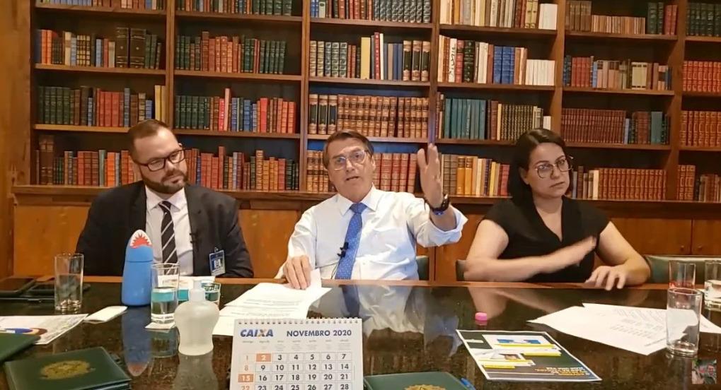 Bolsonaro sugere retorno do voto impresso