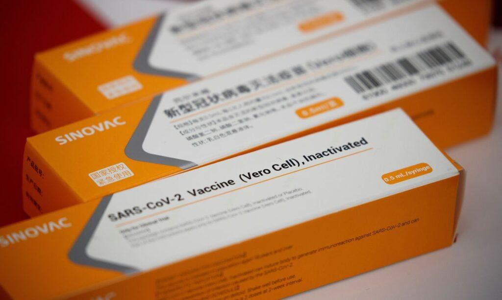 CoronaVac é segura e induz resposta imune, diz estudo