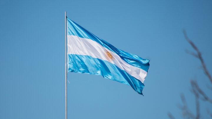Presidente da Argentina envia ao Congresso projeto que legaliza aborto